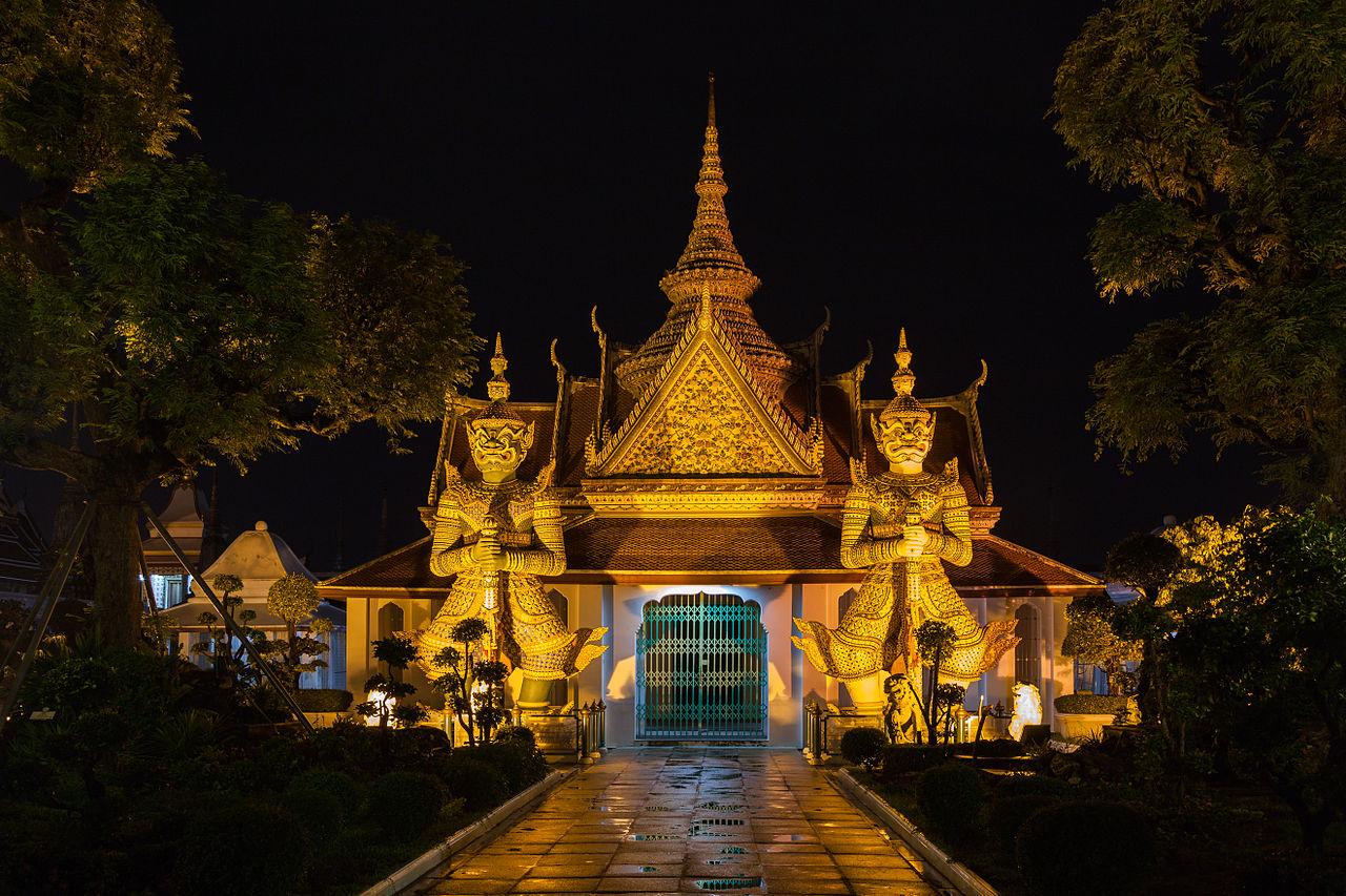 1280px-Templo_Wat_Arun,_Bangkok,_Tailandia,_2013-08-22,_DD_40