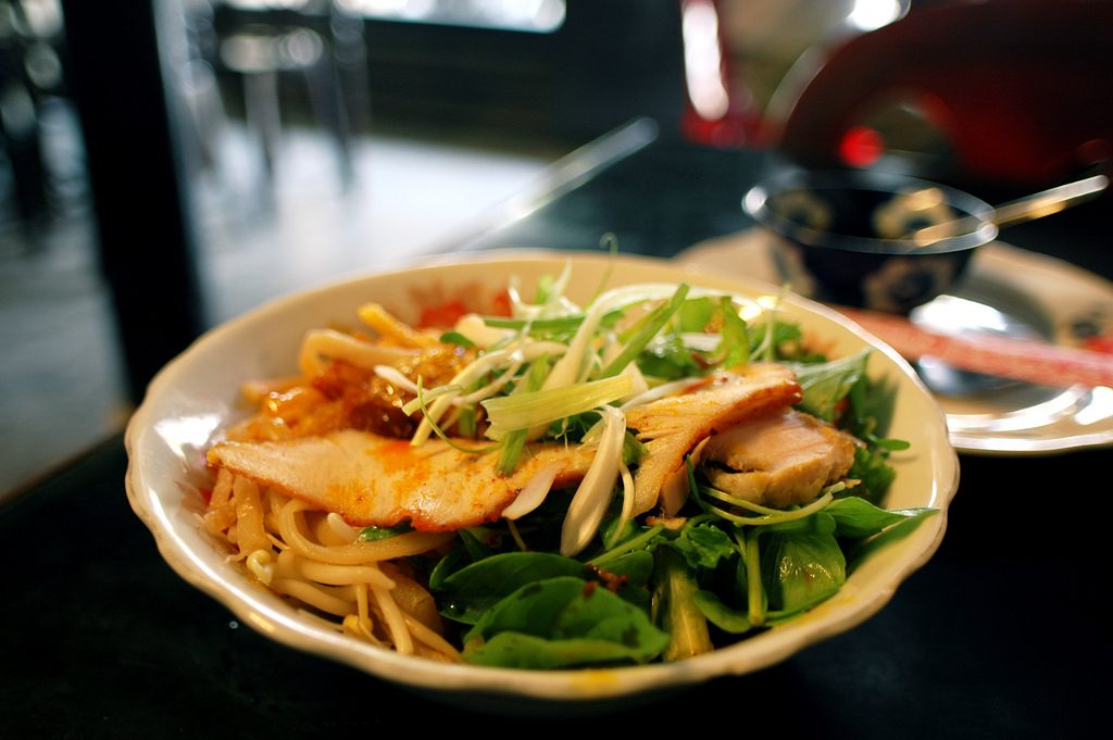 cao lau wietnam jedzenie